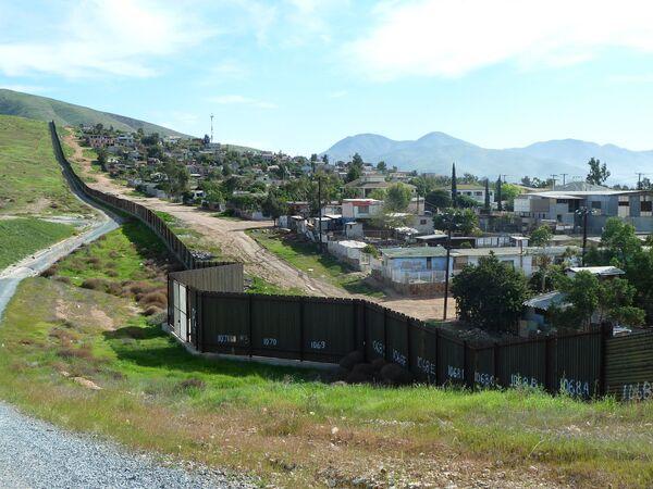 За стеной - Мексика. Архив