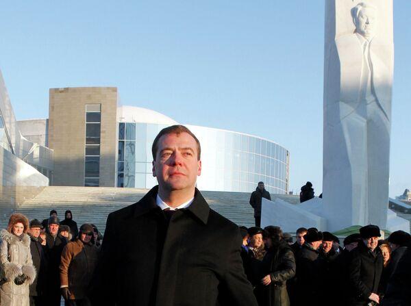 Президент РФ Д.Медведев посетил церемонию открытия памятника Б.Ельцину в Екатеринбурге