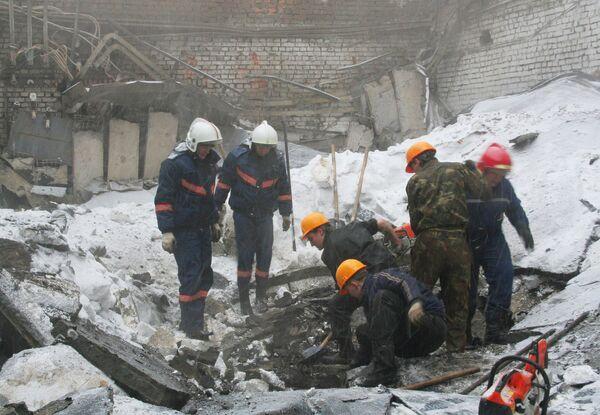 Обрушение кровли заводского цеха в Новосибирске