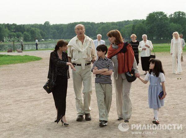 Балерина Максимова и Козаков с семьёй
