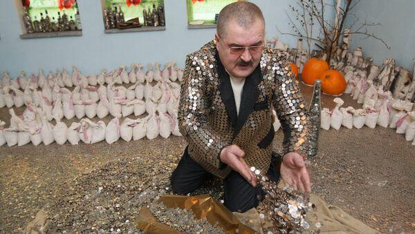 Пенсионер Юрий Бабин, архивное фото