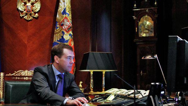 Д.Медведев провел встречу с главой Минобороны РФ А.Сердюковым и главой Минрегионразвития РФ В.Басаргиным