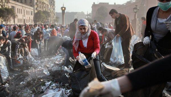 Жители Каира приводят в порядок площадь Тахрир