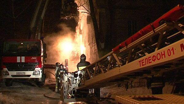 Пожар лишил здание отдела судебных приставов мансарды