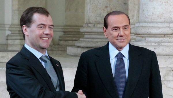 Президент России Дмитрий Медведев и премьер-министр Италии Сильвио Берлускони во Дворце экспозиций в Риме