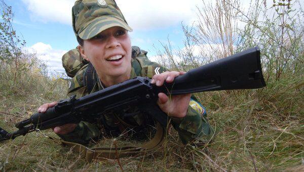 Девушки, поступившие на первый курс Рязанского высшего воздушно-десантного командного училища имени генерала армии В.Ф.Маргелова