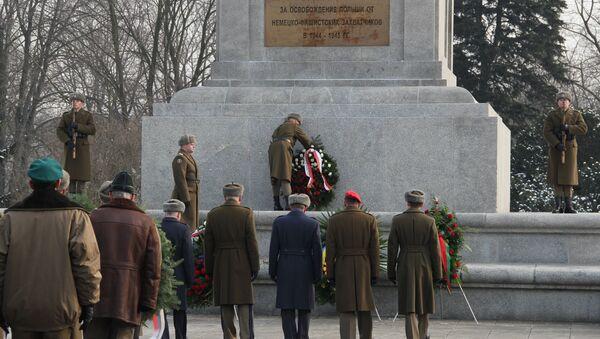 Почтение памяти советских солдат в Варшаве