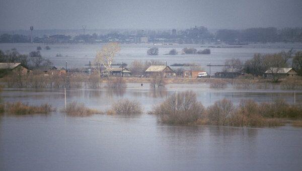 Река Ока во время весеннего разлива в окрестностях Луховицкого района. Архив
