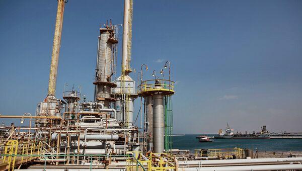 Нефтяной терминал в городе Бреге. Архивное фото