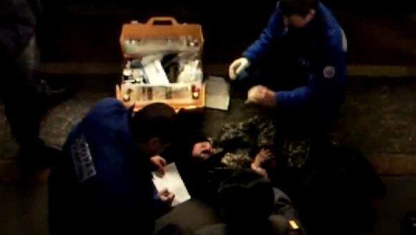Упавшей под поезд на Парке культуры девушке оказали помощь на месте