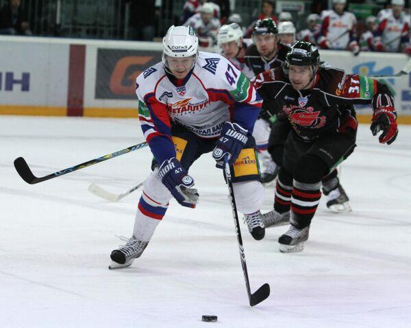 Игровой момент матча Авангард (Омск) - Металлург (Магнитогорск)