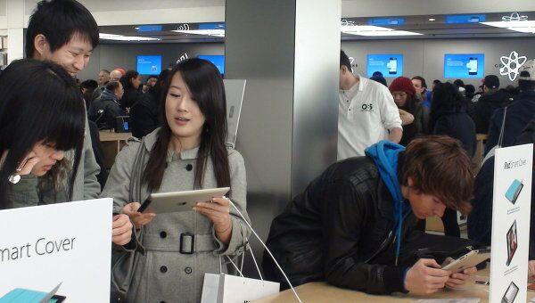 Начало розничных продаж iPad 2 в США