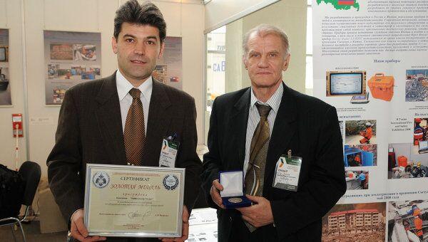Учредитель фирмы Лайф сенсор Гайрат Икрамов (слева)