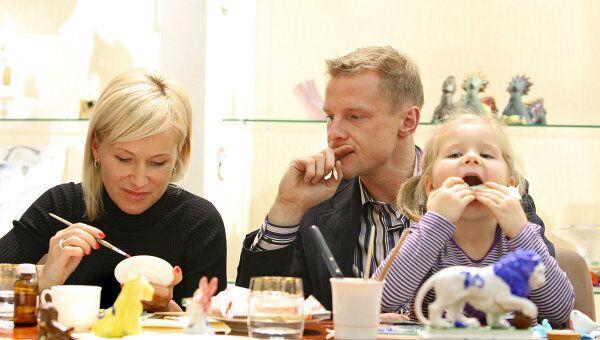 Вячеслав Малафеев,  его жена Марина и дочь Ксения. Архив