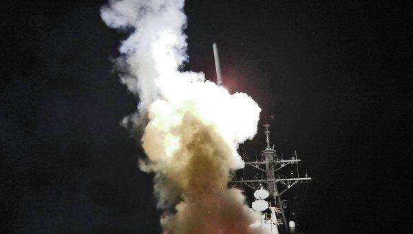 Запуск ракеты Tomahawk с ракетного эсминца USS Barry у средиземноморского побережья Ливии