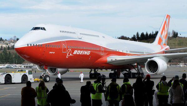 Самый длинный пассажирский самолет Boeing 747-8. Архивное фото