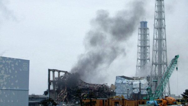 Дым над третьим реакторами Фукусимы-1