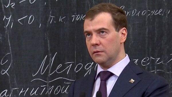 Медведев рассказал студентам, что думает об отсрочках от армии