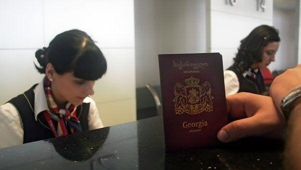 Регистрация пассажиров на рейс грузинской авиакомпании Airzena - Georgian Airways. Архивное фото