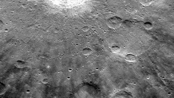 Зонд НАСА Мессенджер запечатлел на  Меркурии шрамы от метеоритов