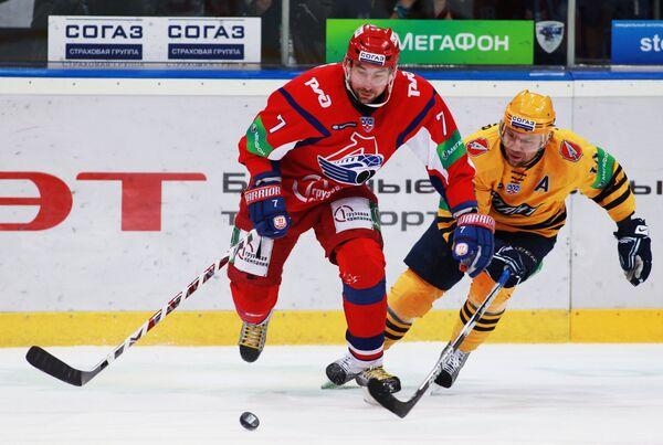 Игровой момент матча Локомотив - Атлант