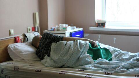 Больной ВИЧ на больничной койке