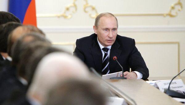 Премьер-министр РФ Владимир Путин проводит совещание в Ново-Огарево