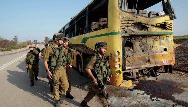 Израильский автобус, попавший под палестинский минометный обстрел на границе с сектором Газа