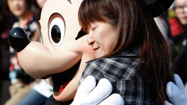 Диснейленд в Токио вновь открыт для посетителей