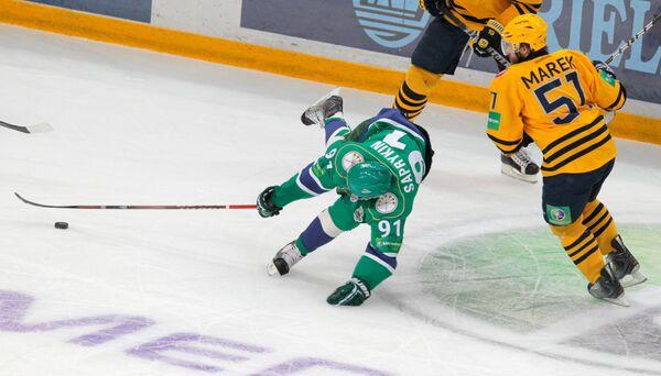 Игровой момент матча Салават Юлаев - Атлант
