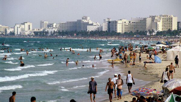 На побережье Средиземного моря в Тунисской Республике, архивное фото