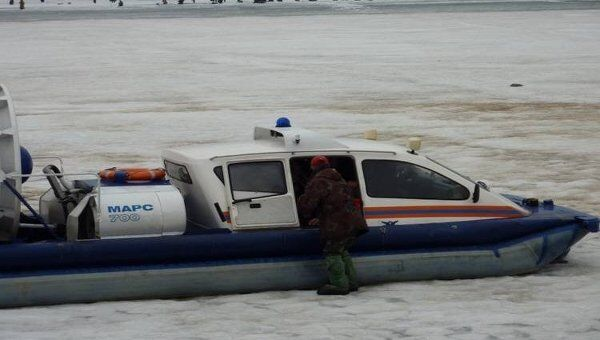 Эвакуация с отколовшейся льдины. Архивное фото