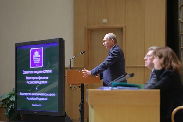 Премьер-министр РФ В.Путин принял участие на совместном заседании коллегий Минфина и Минэкономразвития
