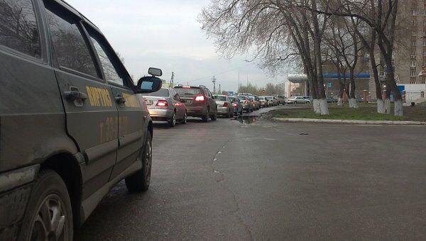 Очередь в Новокузнецке на автозаправку Газпрома.
