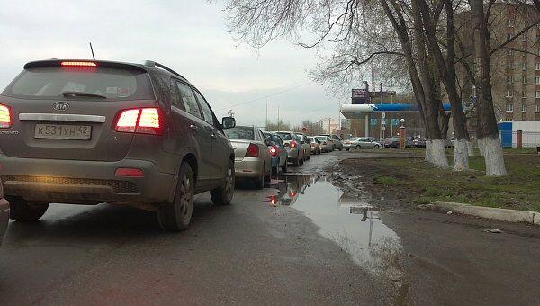 Очередь в Новокузнецке на автозаправку Газпрома