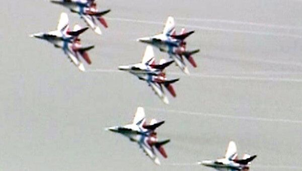 Стрижи устроили новое авиашоу в честь 20-летия пилотажной группы