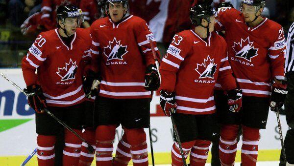 Хоккеисты сборной Канады в матче со Швецией
