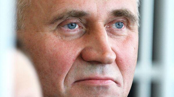 Заседание суда по делу экс-кандидатов в президенты Белоруссии Н. Статкевича и Д. Усса
