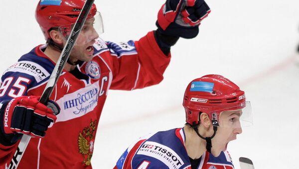 Российские хоккеисты Алексей Морозов и Николай Белов (слева направо). Архивное фото