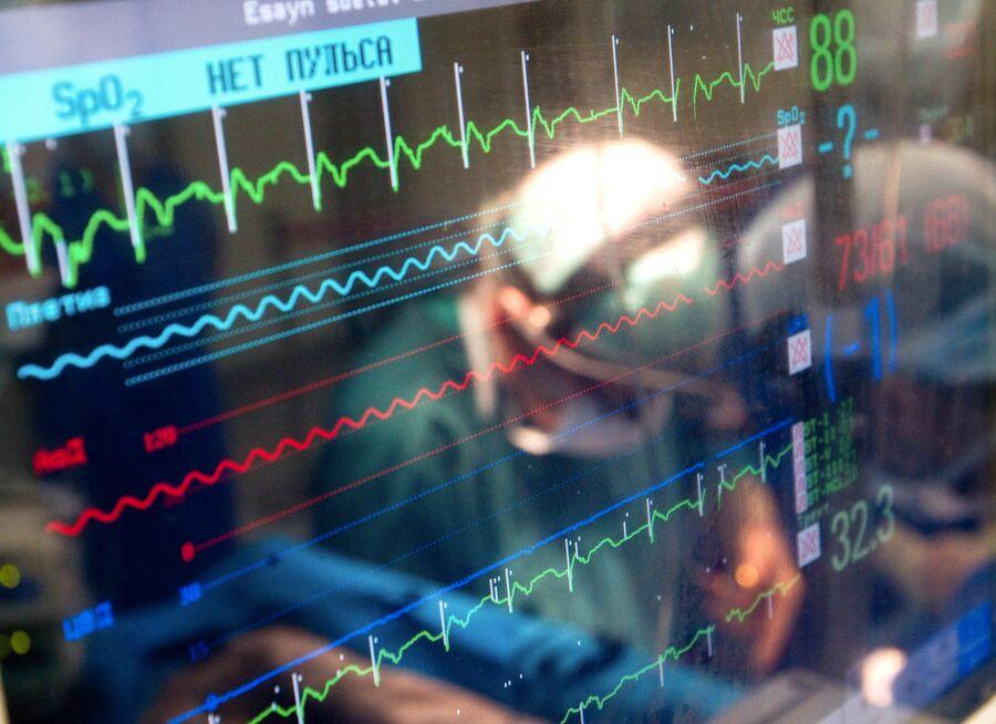 Монитор, показывающий параметры жизнедеятельности пациента