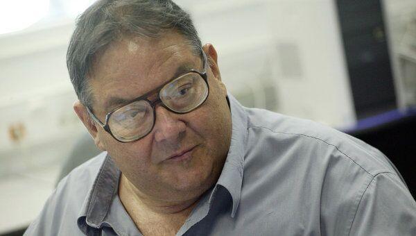 Пианист Николай Петров