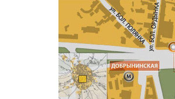 Трехэтажное здание горит на Садовом кольце в центре Москвы