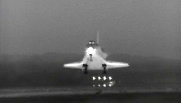 Приземление шаттла Индевор в США на космодроме Кеннеди