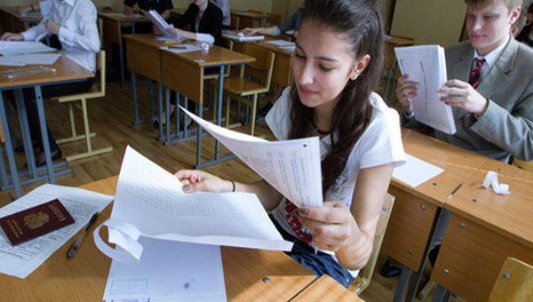 Российские школьники сдают второй обязательный ЕГЭ