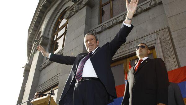 Первый президент Армении, лидер оппозиционного Армянского национального конгресса Левон Тер-Петросян. Архивное фото