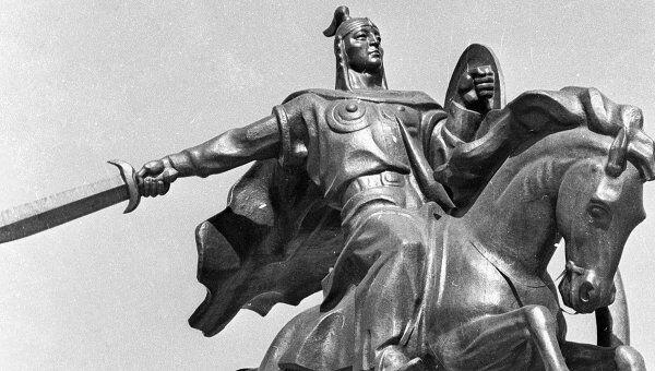 Памятник герою киргизского народного эпоса богатырю Манасу