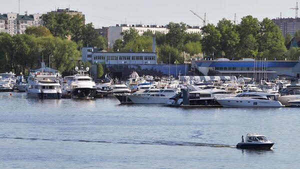 Причал для яхт на канале имени Москвы