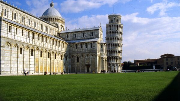 Пизанская башня и соборный комплекс. Архивное фото
