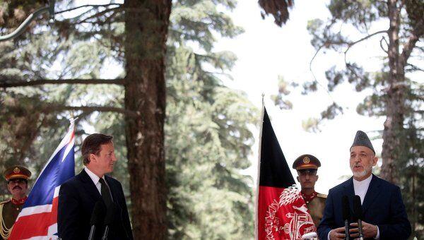 Совместная пресс-конференция Хамида Карзая с британским премьером Дэвидом Кэмероном в Кабуле