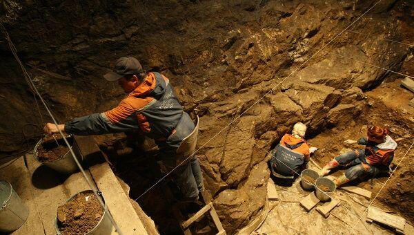 Археологические работы в Денисовой пещере. Архив